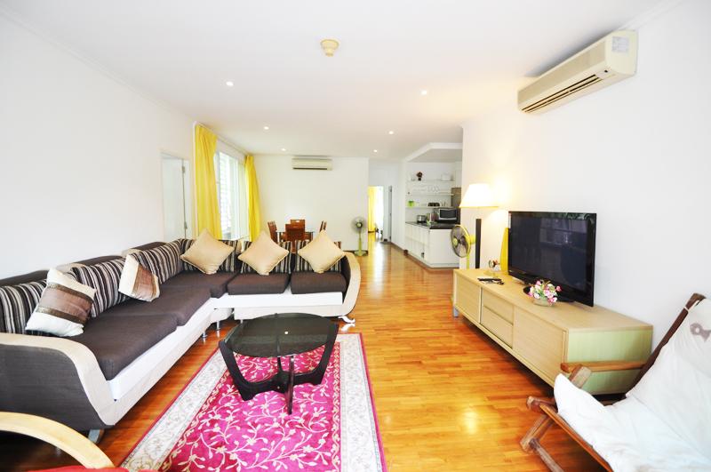 Апартаменты с тремя спальнями в центре города. Baan Sanploen