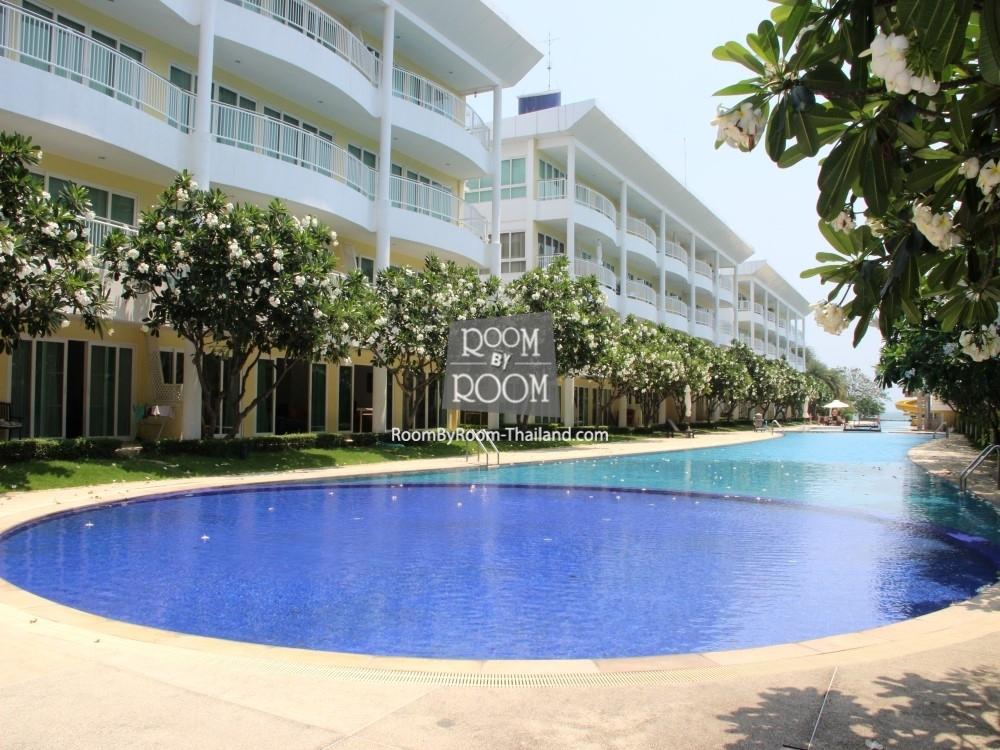 Просторные апартаменты с выходом к бассейну в самом центре. Suchuan condo.