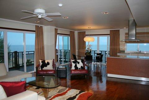 Большая квартира с тремя спальнями и видом на море