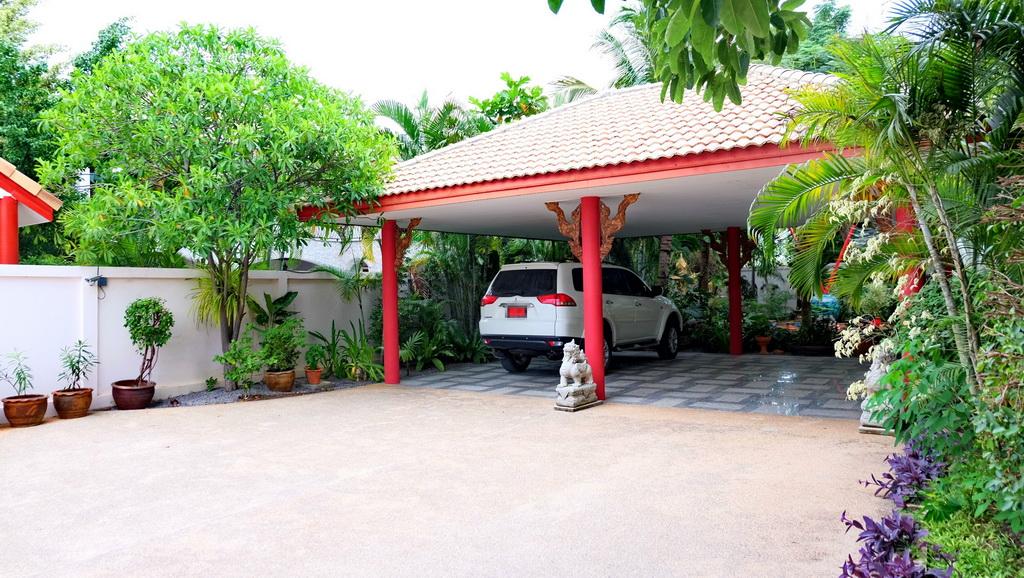 Уютная и просторная вилла с большим тропическим садом